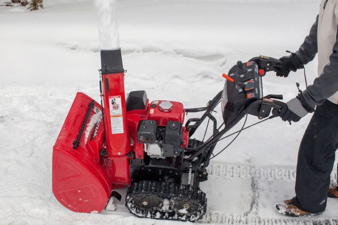 Top 5 Tracked Snowblowers